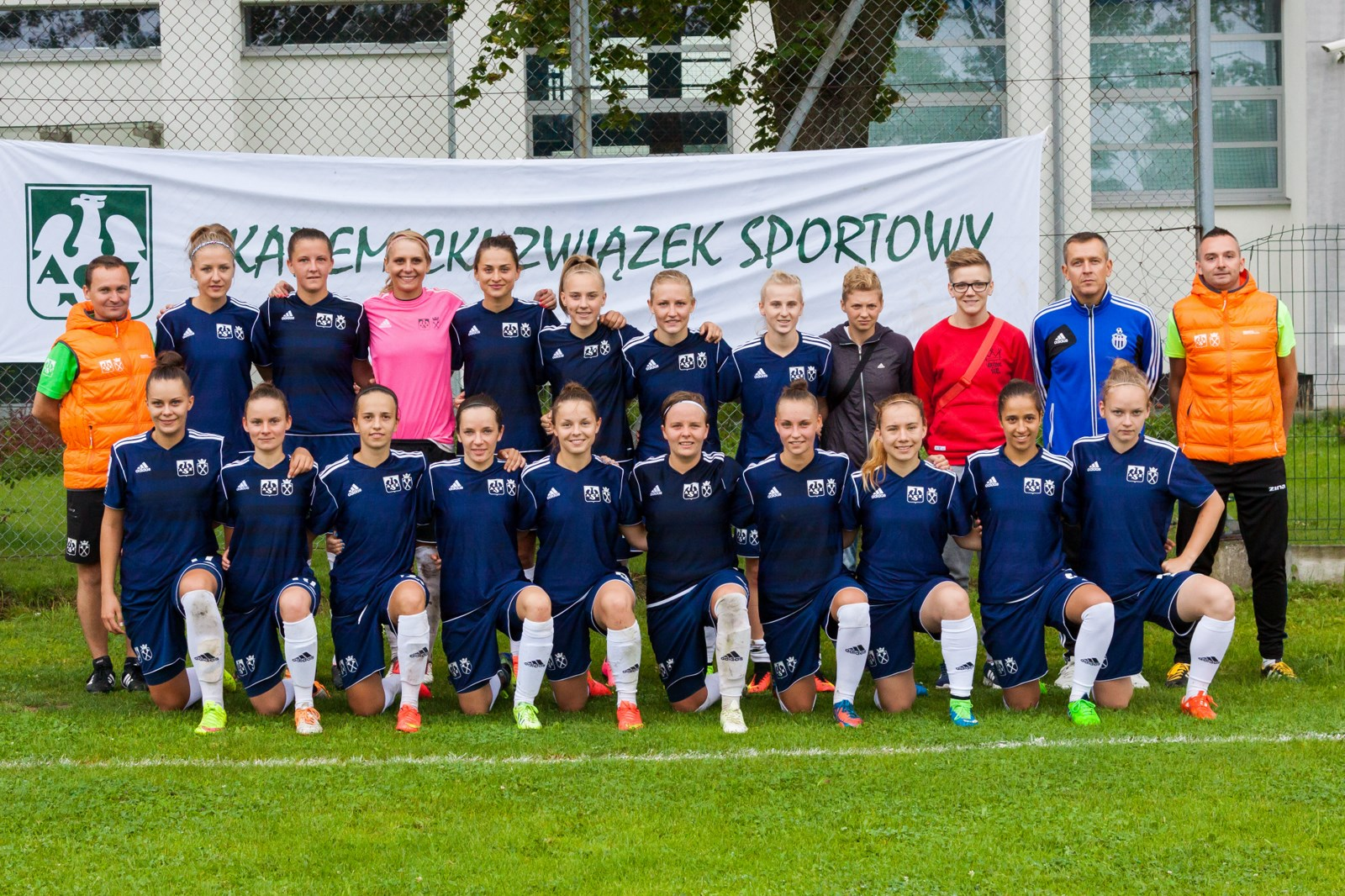 Przedmeczowe zdjęcie drużyny AZS UJ na Stadionie Miejsckim Hutnik Kraków